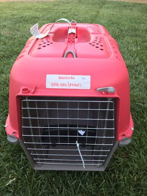 MidWest Spree Plastic Dog & Cat Kennel, Red, 22-in for Sale in Sacramento, CA