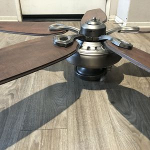 Hunter 52 inch Ceiling Fan for Sale in Arvin, CA
