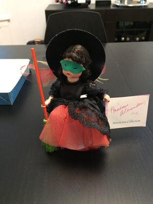 """Madame Alexander's """"Halloween Witch"""" sleepy-eye 8"""" doll is in excellent condition and includes Madame Alexander Doll, Witches Hat, Mask, etc for Sale in Chicago, IL"""