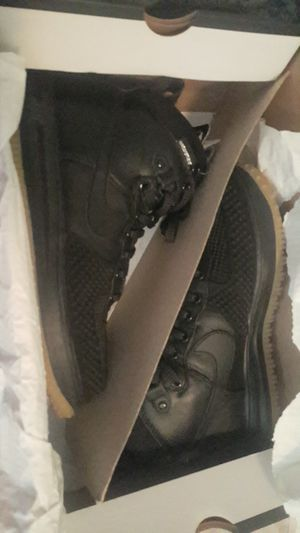 Nike duck boots size 10 for Sale in Orlando, FL