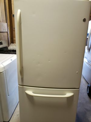GE PROFILE REFRIGERATOR for Sale in New Holland, PA
