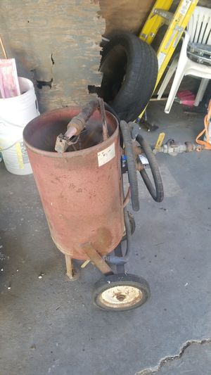Old school air sand blaster ready to work for Sale in Hesperia, CA