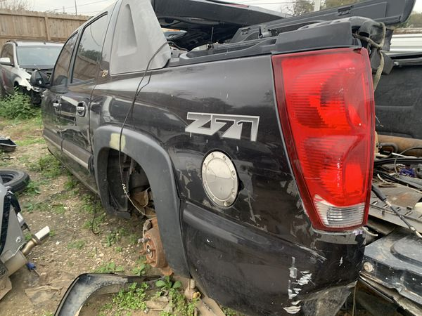 2005 chevy avalanche parts