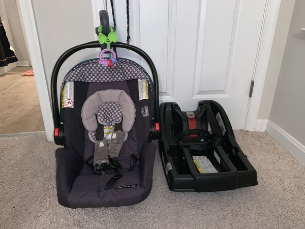 Graco's SnugRide Click Connect 30 Infant Car Seat and base