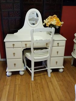 Beautiful Antique Desk/Vanity for Sale in Whittier,  CA