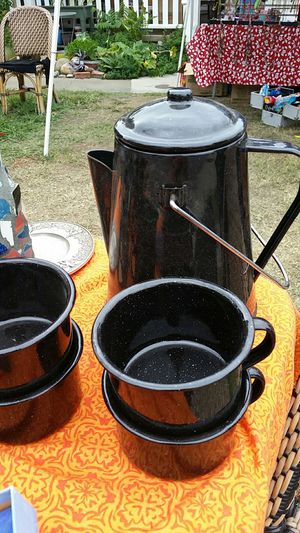 Camping vintage coffee pot plus cups for Sale in Sacramento, CA