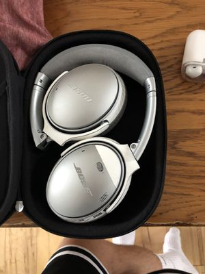 Bose QC35 VERSION2's with a Carbon Fiber skin on also! Comes with charger, cord(if wanted), and the case. for Sale in Lake City, MI