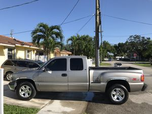 2000 Chevy Silverado 4x4 5.3 for Sale in Miami, FL
