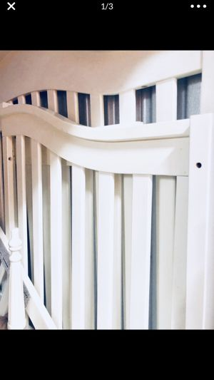 4 in 1 baby crib. Originally paid $400 for it for Sale in Lake Worth, FL