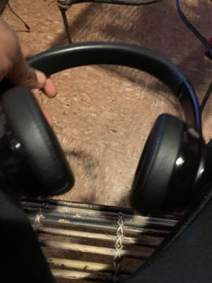 Selling beats solo 3s for Sale in Dearborn Heights, MI