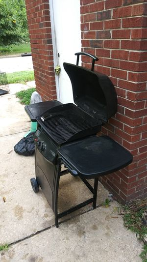 Gas grill for Sale in Raleigh, NC