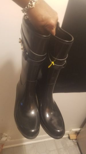 in mint condition 8.5 /9 coach boots rubber if up i hve thm for Sale in Glen Ellyn, IL
