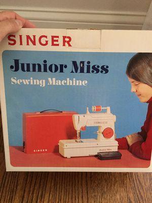 Singer 1970 vintage junior miss sewing machine for Sale in Lemont, IL