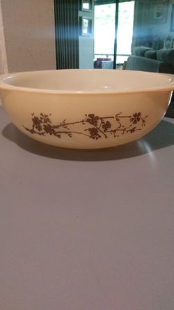 Pyrex golden branch 2 quart casserole bowl for Sale in Stuart,  FL