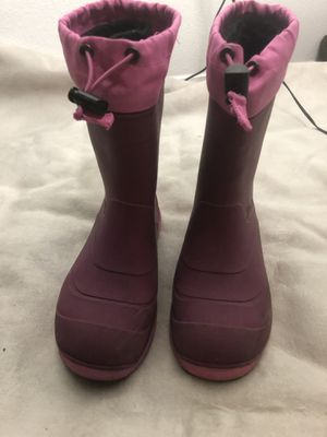 Young girl snow boots for Sale in Adelanto, CA
