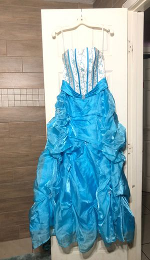 Prom dress size 2 cinderellle for Sale in Lake Wales, FL