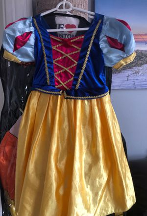Girls Disney snow white costume size 4/5 for Sale in Boston, MA