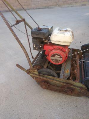 Maquina. Ojo no trabaja. Tienpor de no usarla trae motor honda for Sale in Montclair, CA
