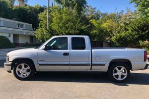 2001 Chevy Silverado Clean Title for Sale in Philadelphia, PA