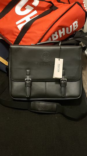 Reaction Kenneth Cole messenger bag for Sale in Thornton, CO