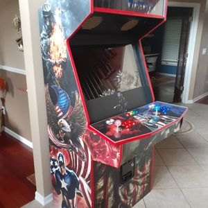 "71 "" inches tall, 32"" monitor ""Captain America"" Arcade Cabinet for Sale in Macomb, MI"