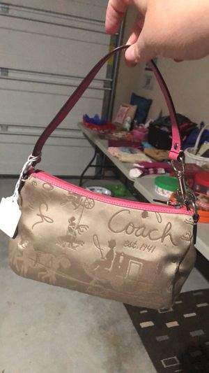 Authentic coach purse for Sale in Woodstock, GA