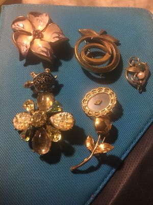 Vintage brooches for Sale in Hialeah, FL