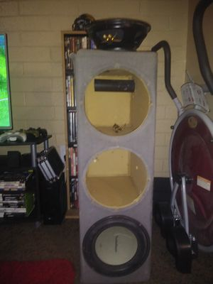A triple sub box 3 10 inch subwoofers in good condition for Sale in Phoenix, AZ