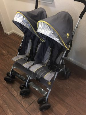 Jeep double stroller for Sale in Conroe, TX