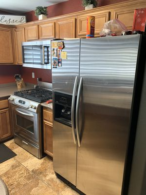 Kitchen Aid matching refrigerator & oven for Sale in Highland, CA