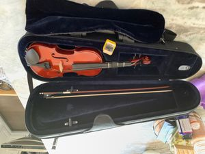Jr Violin with case and bow size 1/4 for Sale in Leesburg, VA