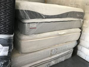 Name brand mattress and box spring for Sale in Fort Meade, FL