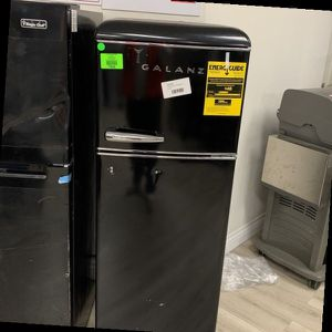 GALANZ GLR76TBKER 7.6 Cubic Ft Top Freezer P9HPN for Sale in March Air Reserve Base, CA