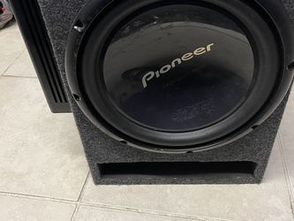 Sub and 2 Amps for Sale in Tampa,  FL