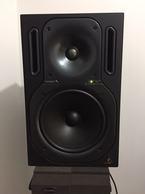 Behringer truth studio monitors / active speakers for Sale in Miami, FL