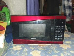 West Bend microwave oven. for Sale in Saint Albans, WV