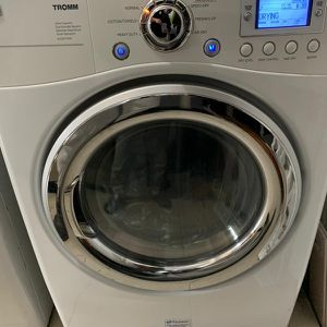 LG Washer And Dryer for Sale in Coram, NY