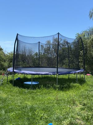 15ft Trampoline with Safety Net for Sale in Vista, CA