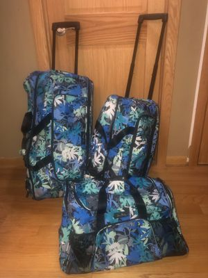 "Vera Bradley Lighten Up ""Camofloral"" Rolling Luggage (3 Pieces) for Sale in Chicago, IL"