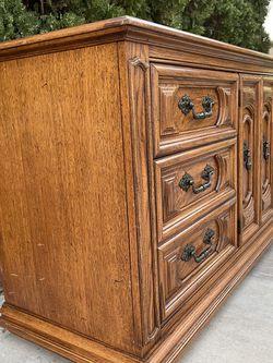 Stunning Vintage Thomasville 9 Drawer Dresser for Sale in Orange,  CA