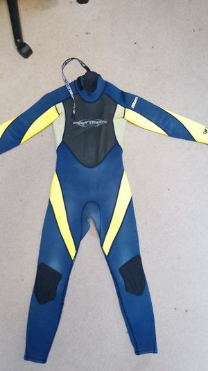 Body Glove wetsuit size 10 juniors for Sale in Carmel-by-the-Sea, CA
