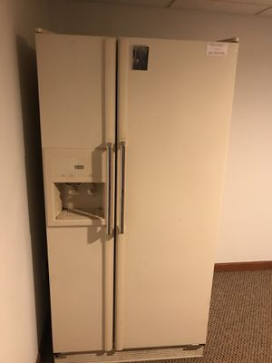 Refrigerator for Sale in Commerce Charter Township, MI