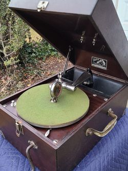 1921 Antique Portable Victrola Phonograph Record Player for Sale in Fairfax,  VA