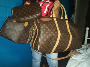 Louis Vuitton Purse and makeup bag. Duffle bag for Sale in San Antonio, TX