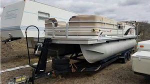 2002 sun tracker pontoon I/o engine for Sale in Phoenix, AZ