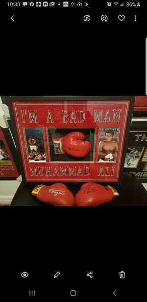 Muhammad Ali Autographed Glove for Sale in Franklin Park, IL