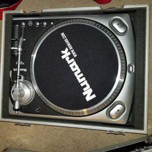 Numark Tt200 turntable for Sale in Suffolk, VA