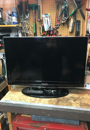 Samsung 32 inch tv with remote for Sale in Renton, WA