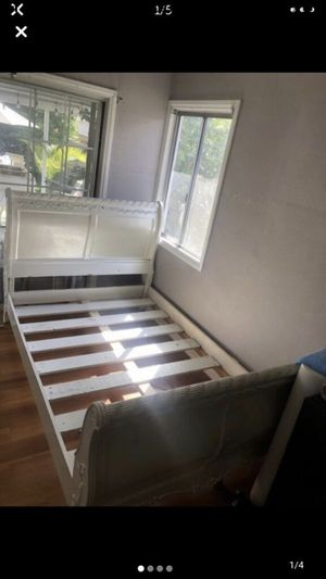 Bed frame for Sale in Lakewood, CA