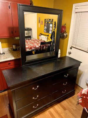 6 Drawer Dresser with mirror for Sale in Whittier, CA